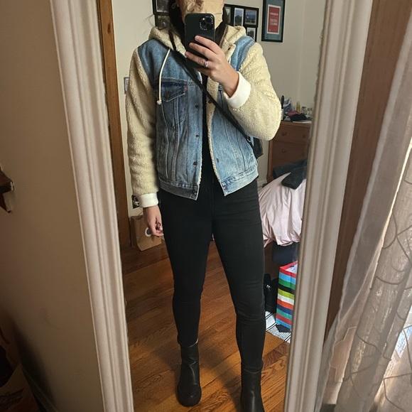 Levi Sherpa sleeve jacket
